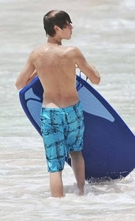 August-19th-At-The-Beach-In-Barbados-justin-bieber-14874349-245-400